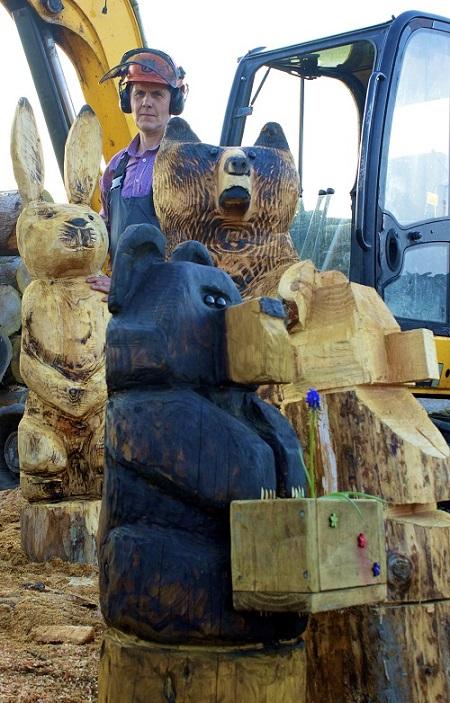 SD Provan Chainsaw Carved Cute Bear